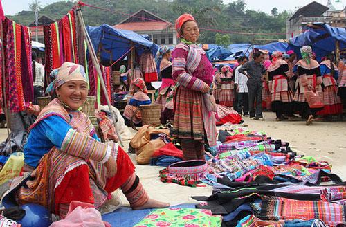 Đồ thổ cẩm của các dân tộc chợ Sapa