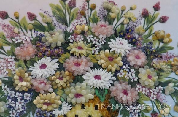 Tranh đá quý bình hoa chụp cận cảnh