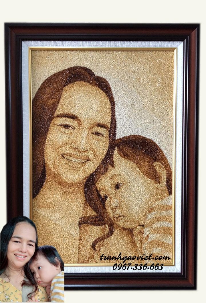 Tranh gạo chân dung 2 mẹ con