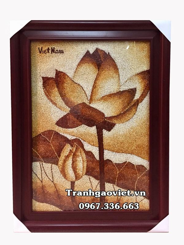 Tranh gạo hoa sen quà lưu niệm đậm nét văn hóa Việt Nam