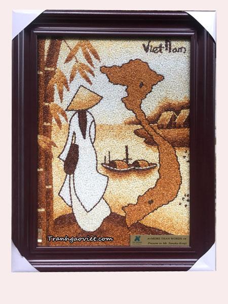 Áo dài và bản đồ VN đậm nét văn hóa Việt