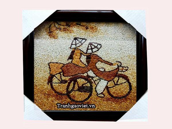Tranh gạo thiếu nữ đạp xe